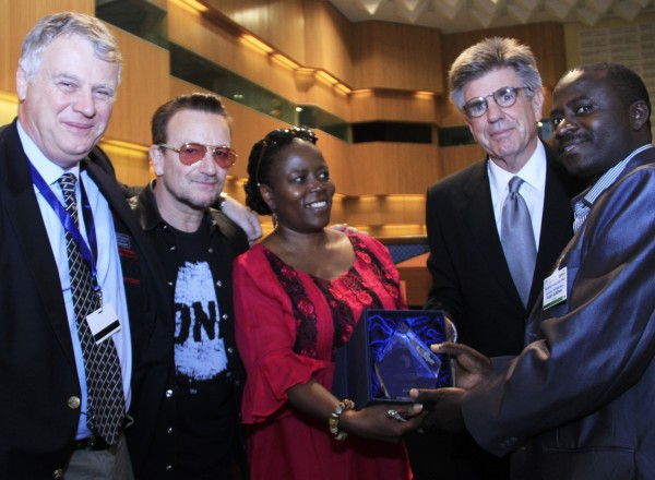 (L-R) ONE CEO Michael Elliott, Africa Director Dr. Sipho Moyo and Board Chairman Tom Freston present Executive Secretary of ANSAF Audax Rukonge with the 2013 ONE Africa Award.  Photo: ONE